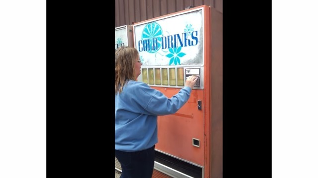 Illinois Hosts Fastest Soda Vending Machine, Says CBS' 'The Feed'