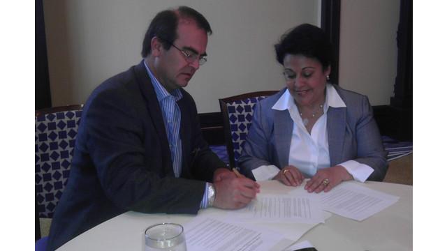 scaa-president-signs-lou-iwca_10778543.psd